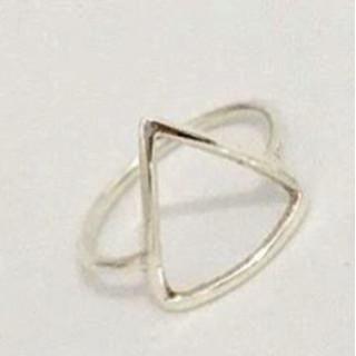 Anel Triangulo em prata.