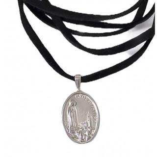 Choker São Jorge em prata na camurça.