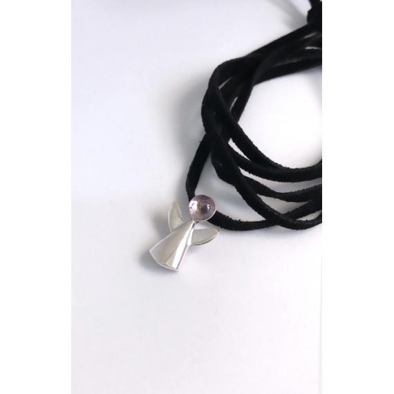 Colar anjinho ametista natural em prata na camurça preta, com 1,20 cm