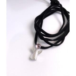Colar anjinho ametista natural ( tamanho do anjinho 2 cm ) em prata na camurça preta, com 1,20 cm